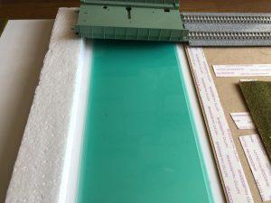 クリアホルダーで川を簡単製作(鉄道模型のジオラマ)