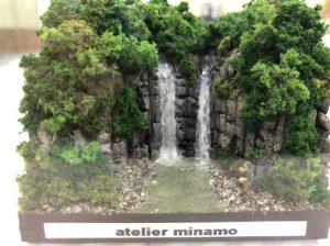 滝のジオラマ
