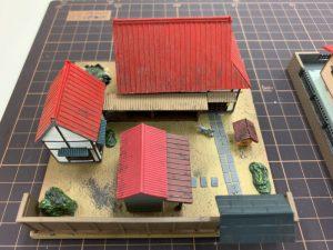 ジオラマの住宅の屋根を塗装