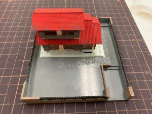 ジオラマの住宅の屋根塗装