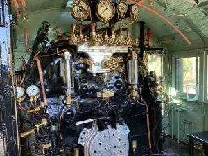 D51形蒸気機関車の運転台