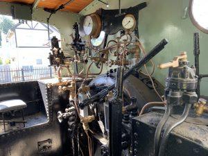 2120形蒸気機関車の運転台