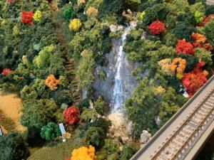ジオラマの滝