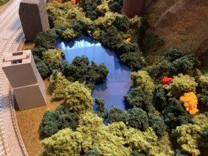 鉄道ジオラマに池を設置