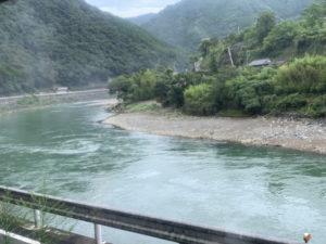 SL人吉から球磨川を望む