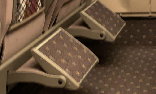 新幹線グリーン車「フットレスト」