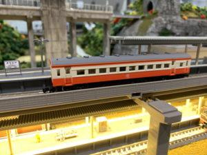 ホームと照明化 鉄道模型
