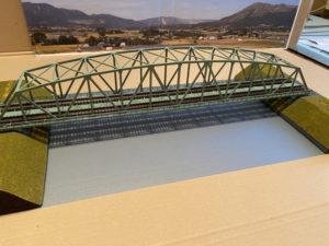 長い鉄橋の鉄道模型ジオラマ