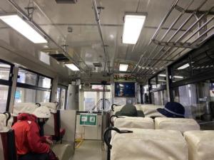 立山トンネル「トロリーバス」の車内