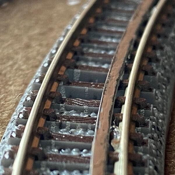 脱線防止ガードをNゲージ線路につける自作DIY